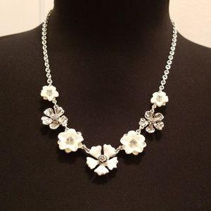 Jewelry - *Jewelry Set* White/Silver Flowers